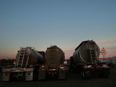 Spadek zapasów ropy w USA sprzyja wzrostowi notowań surowca