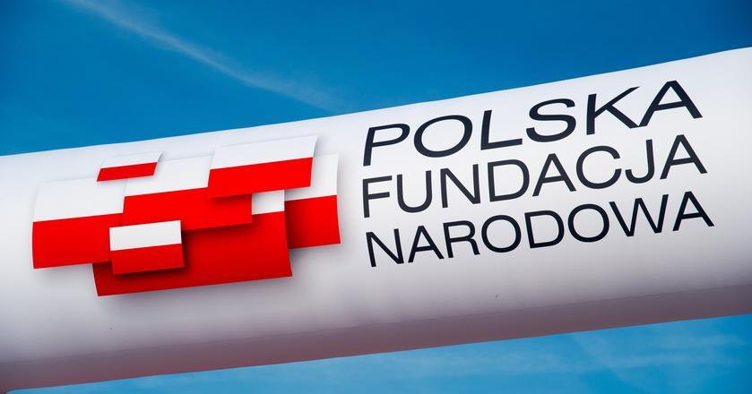 Polska Fundacja Narodowa istnieje od 2016 roku. Została utworzona z inicjatywy prezesów 17 spółek Skarbu Państwa. Jej misją jest budowa pozytywnego wizerunku Polski w kraju i za granicą.