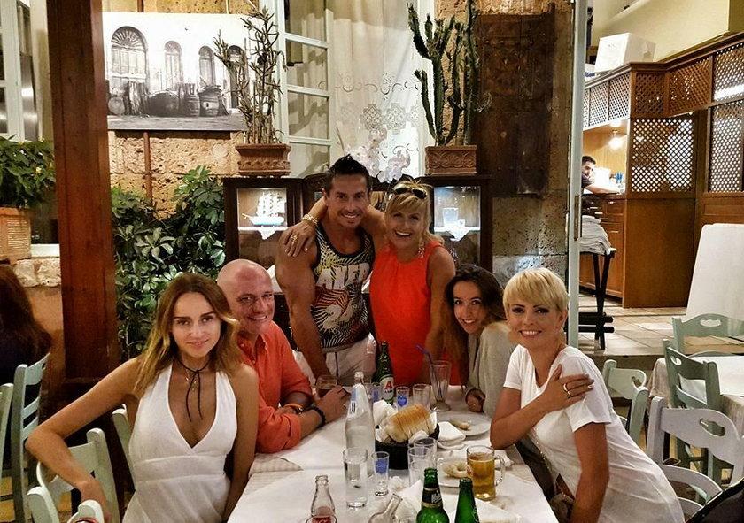 Katarzyna Skrzynecka z mężem i znajomymi w Grecji