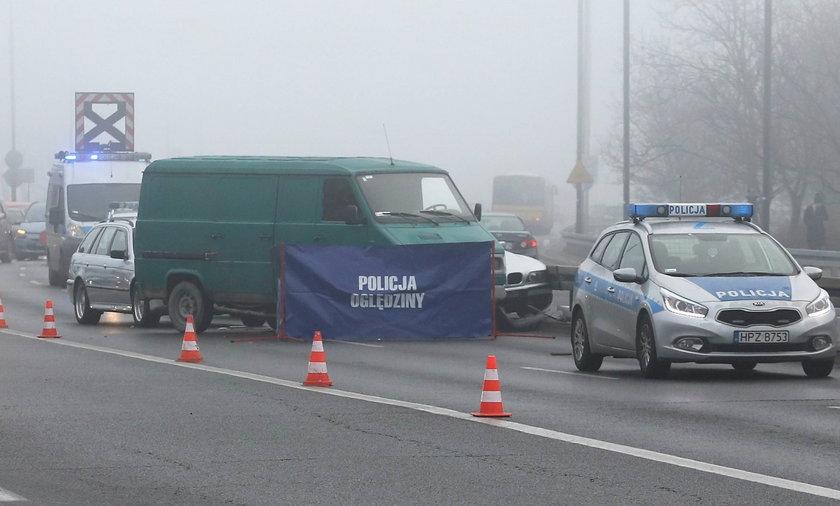 Karambol na Trasie Łazienkowskiej. Nie żyje kierowca