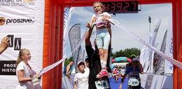 Niepełnosprawna 9-latka zrobiła coś niezwykłego! Pomógł tata chrzestny