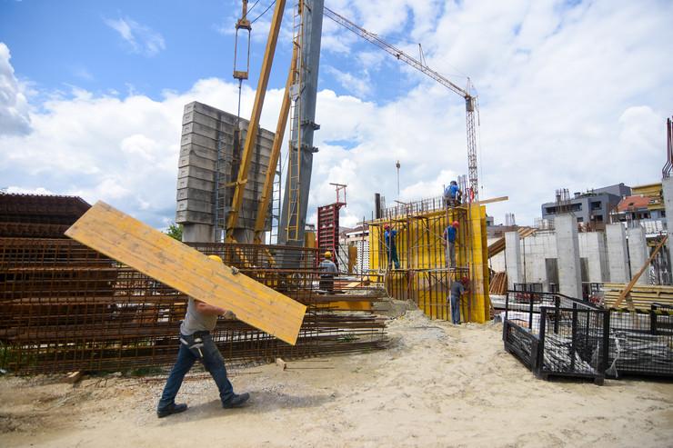 Novi Sad Bobar gradnja gradilište radnici građevina foto Nenad Mihajlović