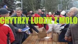 """""""Chytrzy ludzie z molo"""". Walka o gazetki promocyjne stała się hitem sieci"""