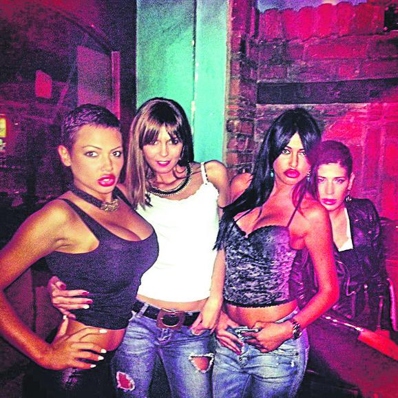 Devojke po klubovima