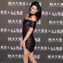 Seksowna Adriana Lima w czerni