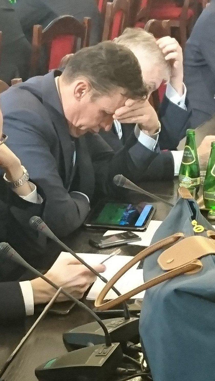 To poseł PiS oglądał w czasie prac jego komisji