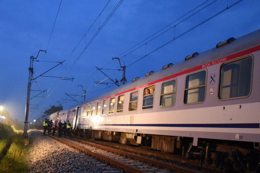 Pociąg wjechał w tira na niestrzeżonym przejeździe kolejowym