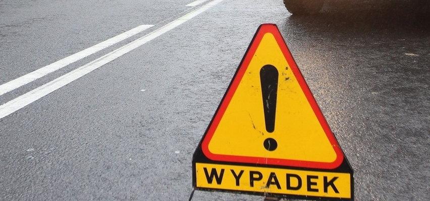 Wypadek w Ćwiklinku. Nie żyje ojciec jadący z dzieckiem, 4 osoby poszkodowane