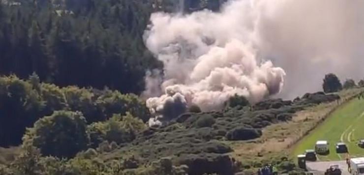 VOZ ISKOČIO IZ ŠINA U ŠKOTSKOJ: Iznad mjesta nesreće kulja gust dim