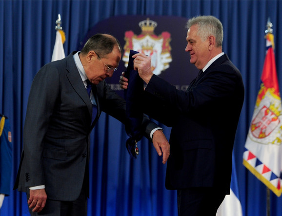 Nikolić dodeljuje Lavrovu orden