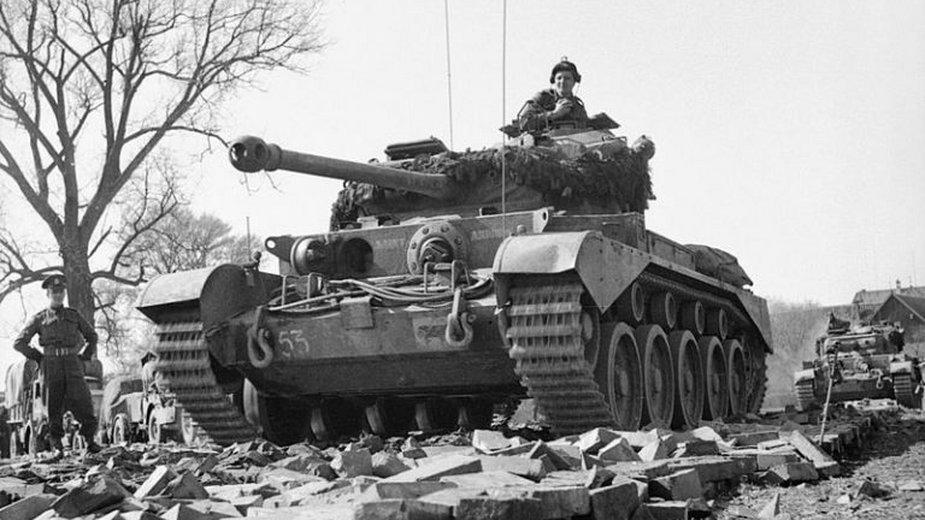Comet (A34) Cruiser Tank przekraczający Wezerę pod Petershagen, Niemcy, 7 kwietnia 1945 roku