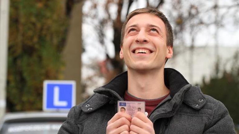Instruktor nauki jazdy radzi jak zdać nowy egzamin na prawo jazdy (2013)
