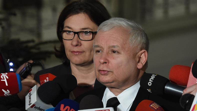 Jarosław Kaczyński i Beata Mazurek podczas briefingu prasowego