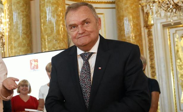 Jak napisaliśmy jako pierwsi pod koniec września br., Wiesław Johann, wiceprzewodniczący Krajowej Rady Sądownictwa oraz sędzia Trybunału Konstytucyjnego w stanie spoczynku, udzielił w kampanii wyborczej wsparcia Adamowi Borowskiemu, kandydującemu do Sejmu z listy PiS.
