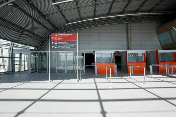 Puste lotnisko w Modlinie.