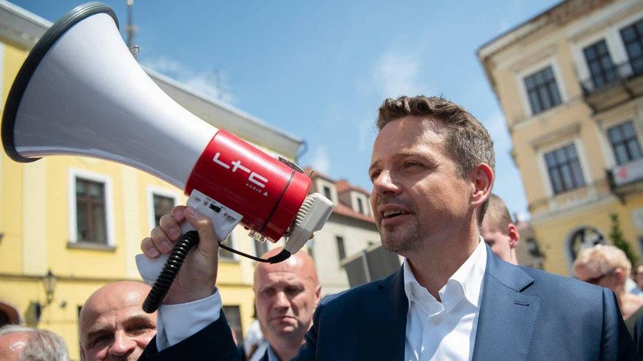 Rafał Trzaskowski przekazał megafon z kampanii prezydenckiej