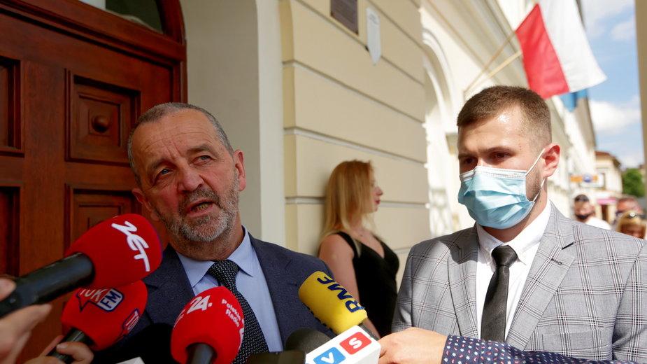 Oskarżony Sebastian Kościelnik (po prawej) i jego adwokat Władysław Pociej (po lewej)