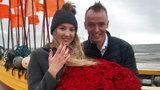 Fakt był świadkiem niezwykłych zaręczyn na plaży w Dębkach. Darię i Alberta połączył internet