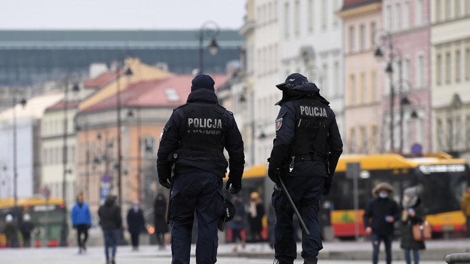 Nowe obostrzenia w Polsce. Policja podaje dane o pierwszych mandatach