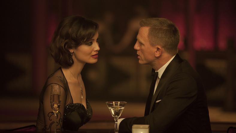 """– Bond to twardy facet, występujący zazwyczaj jako jeden przeciwko wielu – mówi Daniel Craig. – Pokazaliśmy, zwłaszcza w najnowszym """"Skyfall"""", że Bond okazuje emocje. Jego uczuciom poświęcono w """"Skyfall"""" znacznie więcej uwagi niż w poprzednich filmach z serii"""""""