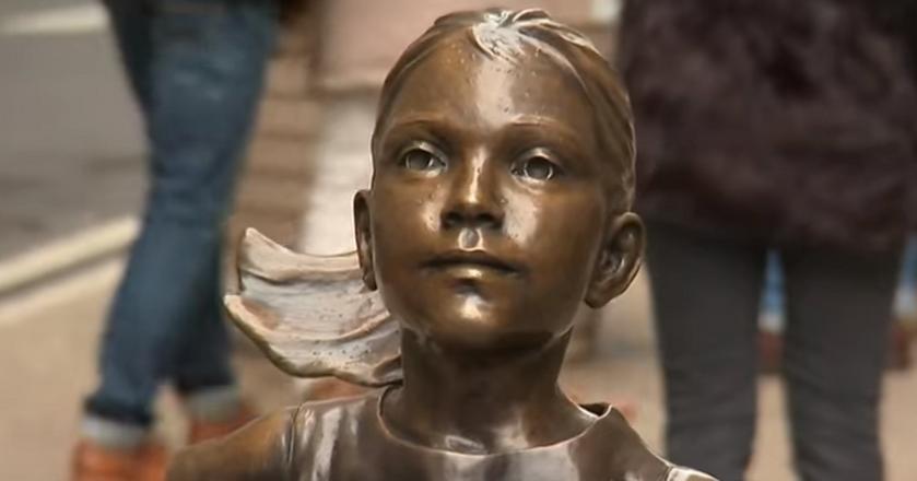 Posąg dziewczynkii z brązu to najważniejszy element kampanii, która otrzymała Grand Prix