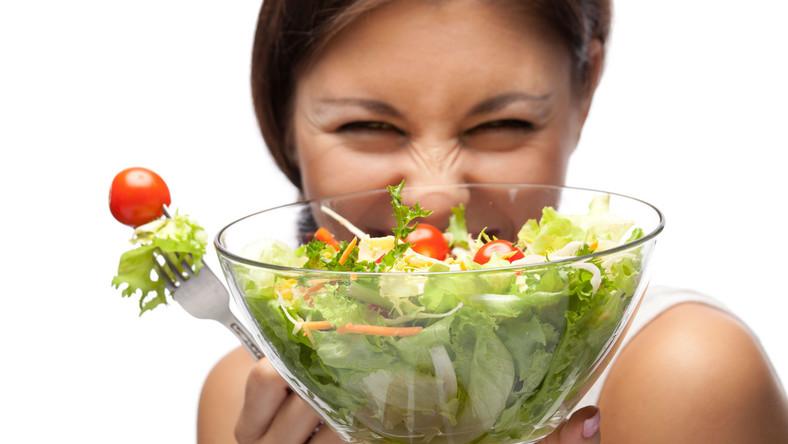 Kolor warzyw i owoców wskazuje na obecność naturalnych barwników, które mają konkretne właściwości prozdrowotne. Przykładowo jagody zawdzięczają swój intensywny kolor związkom antocyjanowym - sinym przeciwutleniaczom, które dobrze wpływają również na zdrowie oczu. A jakie właściwości zdradza kształt warzyw, owoców czy orzechów?