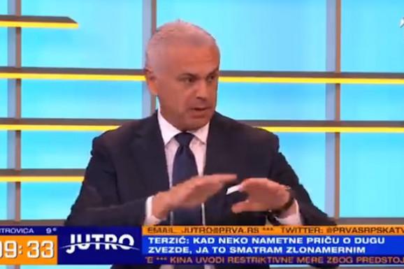 """OFANZIVA NA TERZIĆA UŽIVO! Pravio se da ne čuje provokaciju voditeljke, a tek izraz lica na pitanje da li mu prija nadimak """"Terza mađija""""... /VIDEO/"""