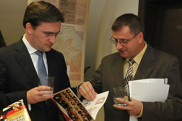 Ministar Nikola Selaković i autor izložbe Aleksandar Savić
