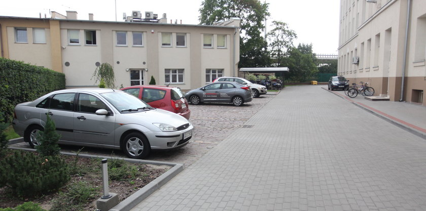 Parking pod siedzibą NFZ w Gdańsku