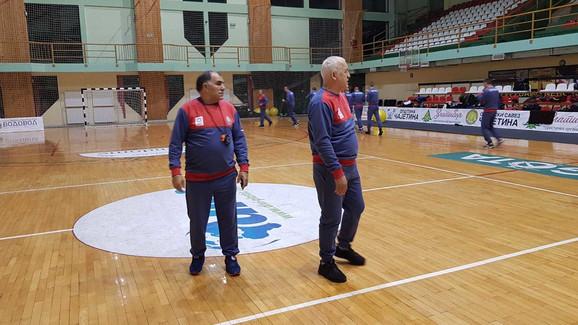 Miodrag Perunović na treningu naših boksera
