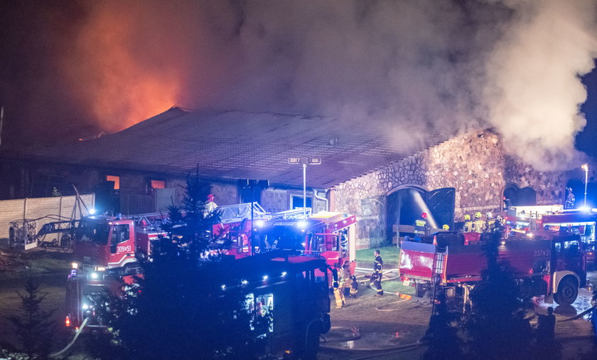 Pożar budynku w Trzebawiu pod Poznaniem trwał całą noc.