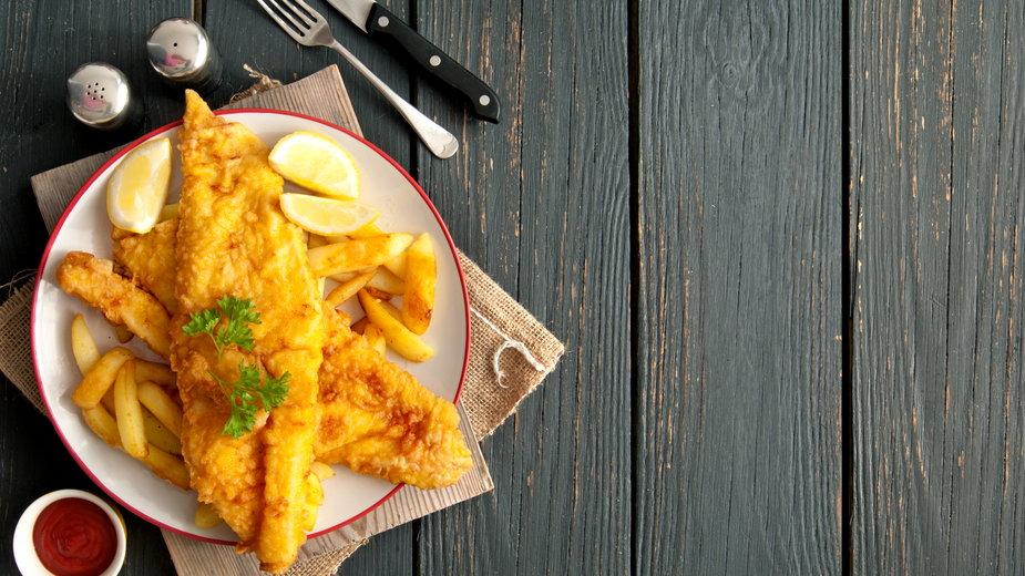 Najtańsze danie - ryba z frytkami, kosztowało 40 zł. Zdj. ilustracyjne