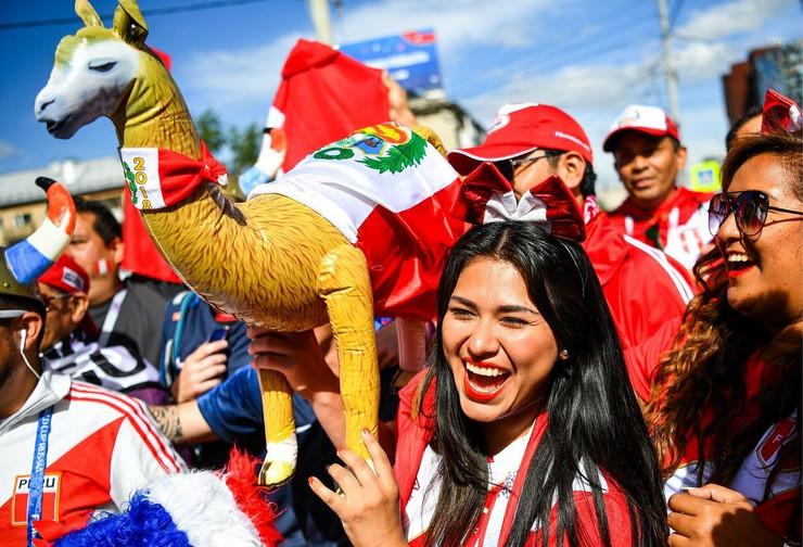 Prelepa navijačica iz Perua