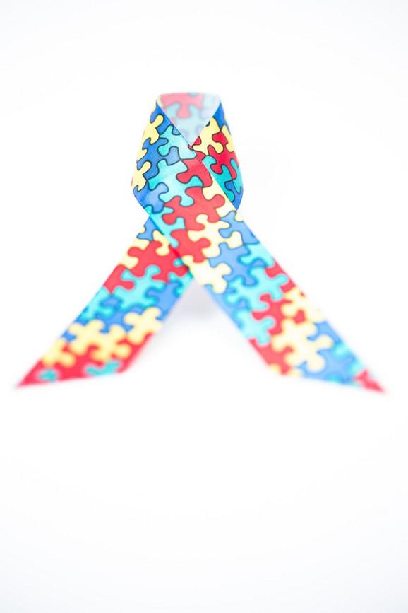Simbol podizanja svesti o autizmu je traka sa slagalicama
