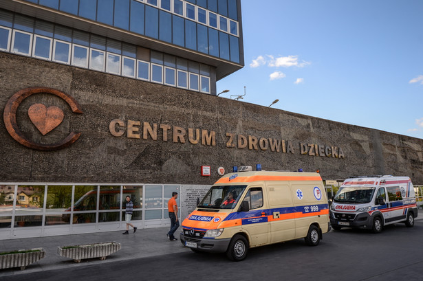 """Do szpitala przyjechał wiceminister zdrowia Marek Tombarkiewicz, który wyraził nadzieję, że poniedziałkowe rozmowy """"doprowadzą do szczęśliwego zakończenia"""""""