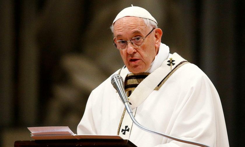 Papież upomina biskupów i wzywa do skromności