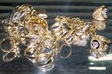 deo zaplenjenog zlatnog nakita 02 03