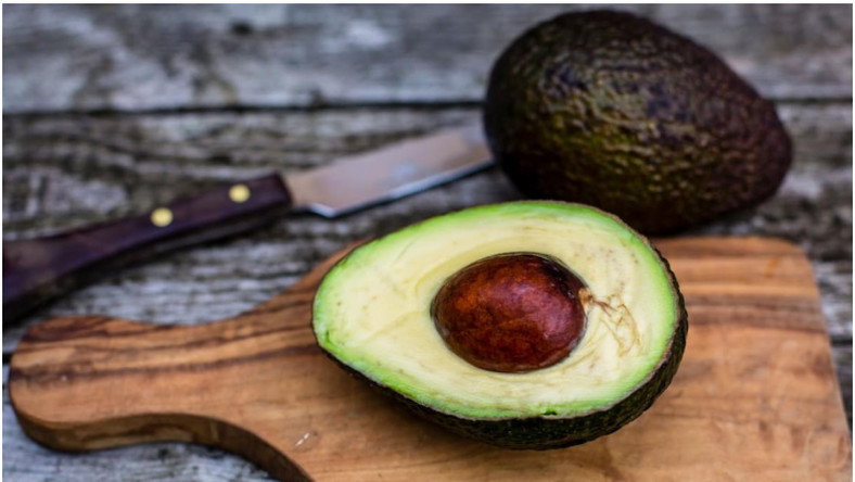 Seasoned robber uses black avocado as weapon to steal huge cash from two banks