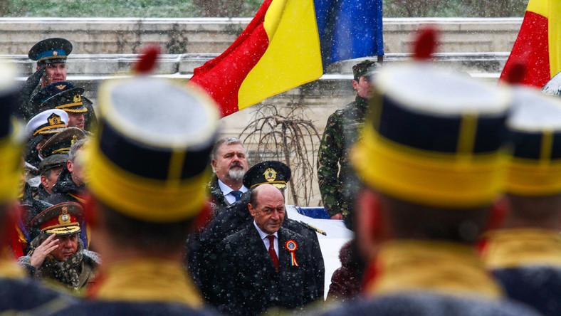 Rumunia. Prezydent Traian Basescu w czasie uroczystości wojskowej. 1 grudnia 2014 roku