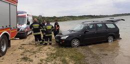 Auto potrąciło opalającą się kobietę. Nie miało kierowcy