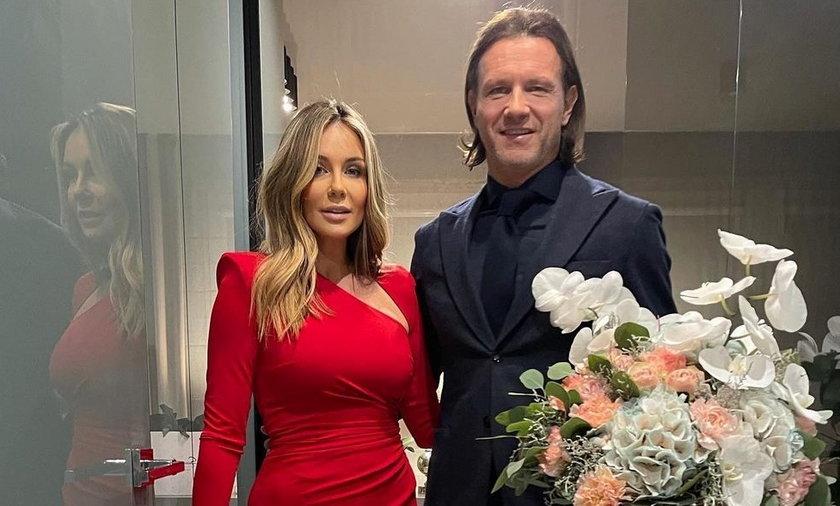 Małgorzata Rozenek w sukni za prawie 6 tysięcy i Radosław Majdan klasycznie wybierają się na imprezę.