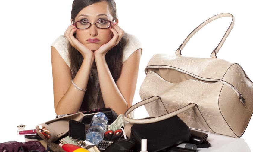 Kobieta i jej torebka