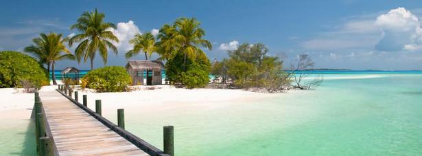 9. Malediwy - Archipelag to ok. 1190 wysepek osadzonych na 26 atolach koralowych narosłych na podmorskim łańcuchu wulkanicznym. Położone na Oceanie Indyjskim liczą zaledwie 298 km2.