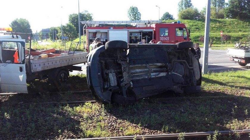 Pijany kierowca ciężarówki wiozącej robotników staranował audi