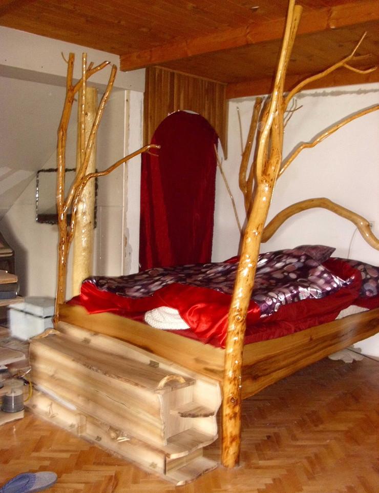 595324_loznica03-od-grana-napravio-bracni-krevet-ivan-alimpic-kraj-svojih-rukotvorina-foto-s.pajic
