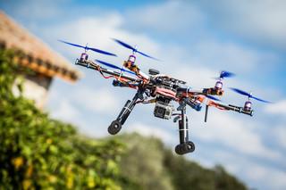 Zasady przelotu dronami ULC uzgodni z samorządami