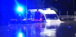 Dramat na Podkarpaciu. Woda porwała wóz strażacki z pięcioosobową rodziną