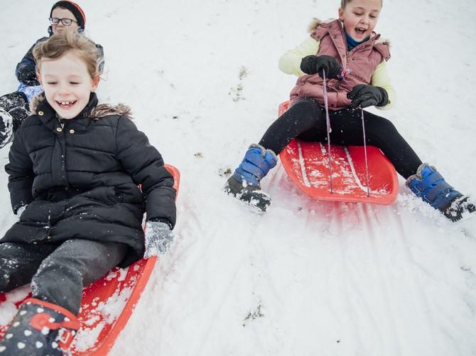 Sprečite infekcije: Evo kako da obučete svog mališana za sneg
