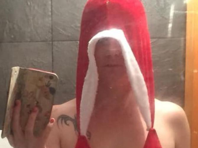 Htela sam da budem seksi Baba Mrazica, ali kada mi je stigao kostim koji sam naručila, došlo mi je da plačem: Ovo je OD GLAVE DO PETE potpuna katastrofa