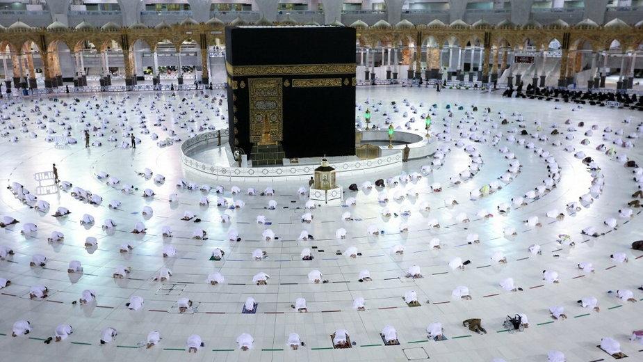 Muzułmanie zgromadzeni w świętym mieście Mekka